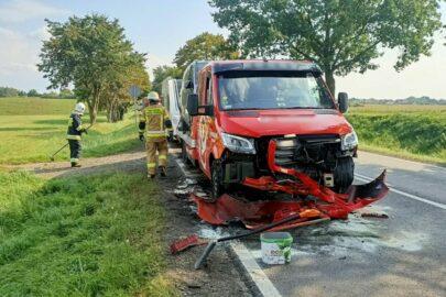 Na DK 45 koło z ciężarówki uderzyło w autotransportera