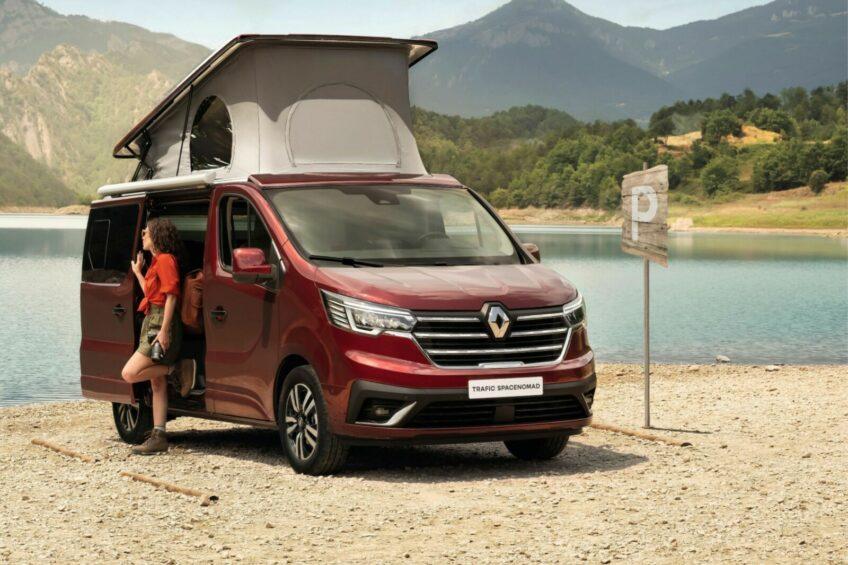 Renault Trafic SpaceNomad – kamper z podnoszonym dachem