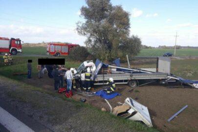Na DK 5 wiatr zepchnął Iveco Daily z drogi – kierowca zmarł